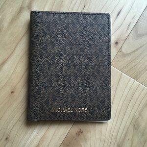 MK Wallet NWT